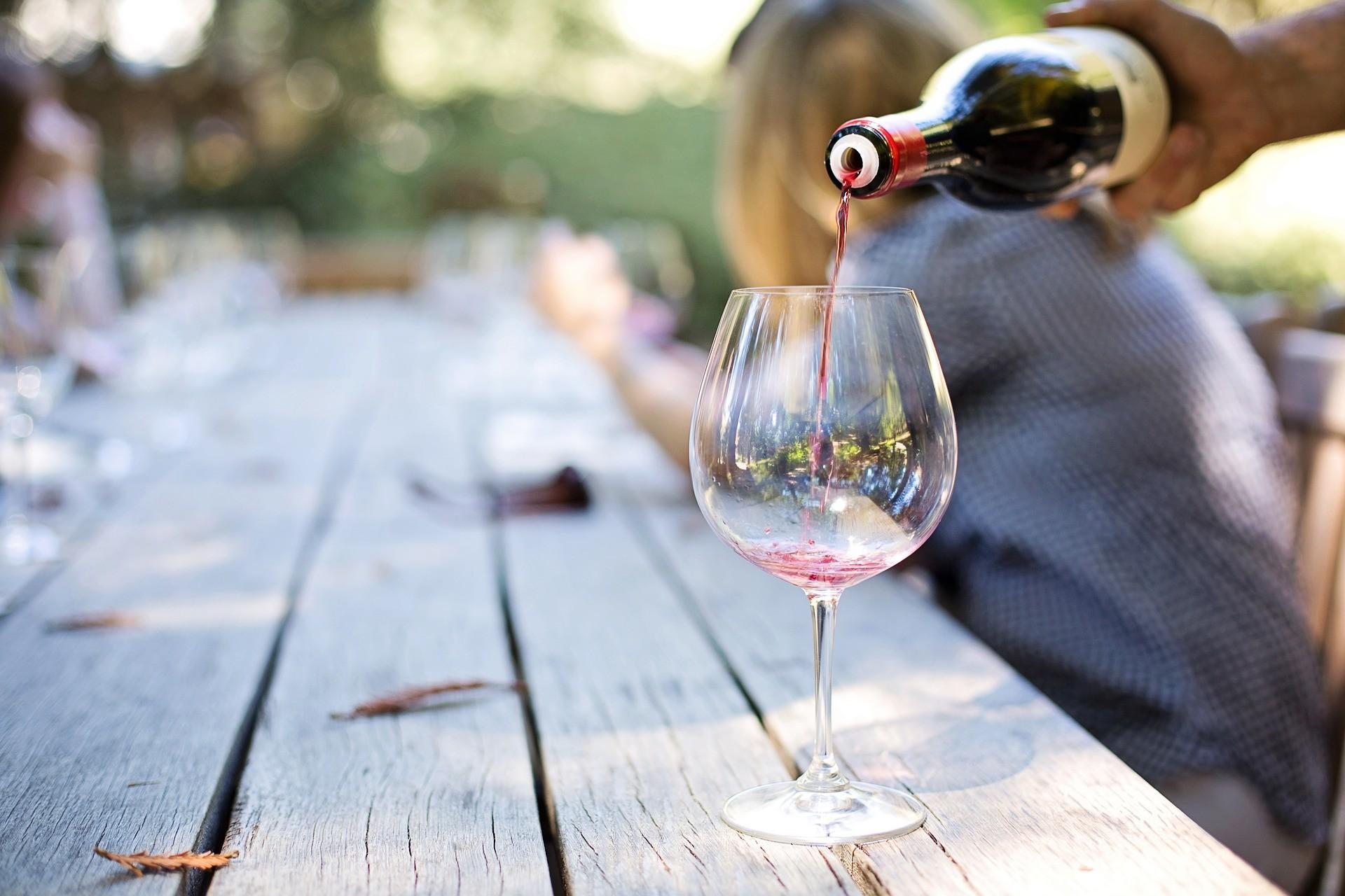 Jak rozpoznać zepsute wino po wyglądzie?